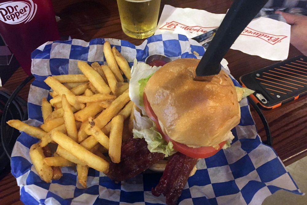Bacon cheeseburger at 907 Alehouse. (Mara Severin)
