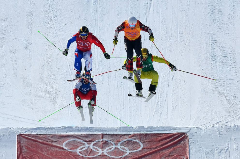 Dave Duncan (top, in orange jersey) finished eighth in men's skicross. (Dylan Martinez / Reuters)