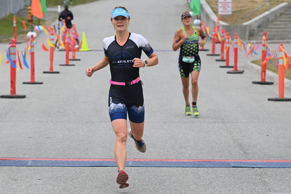 Kristina Eaton pulls away from Amber Stull near the finish line, but it was Stull who finished second -- the race had a staggered start, and Stull started 60 seconds after Eaton. (Bill Roth / ADN)