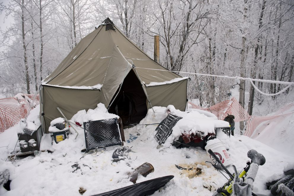 Ricardo Molina and his dog stay in a tent near Ingra Street and 3rd Avenue on January 6, 2020. (Marc Lester / ADN)