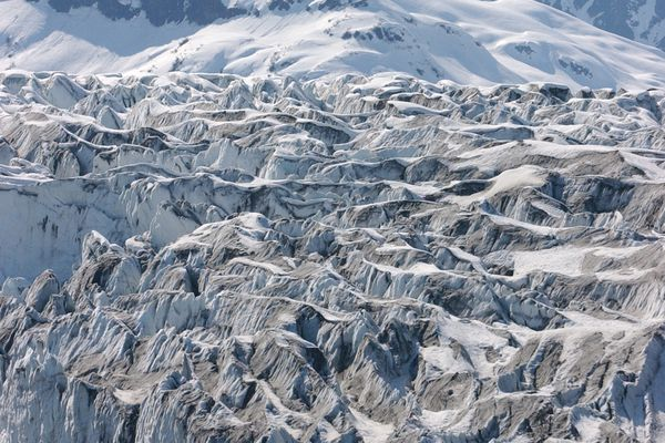 The Childs Glacier near the Million Dollar Bridge along the Copper River Highway looms above the Copper River outside of Cordova. Anchorage Daily News Photo/ Bob Hallinen 5/5/02