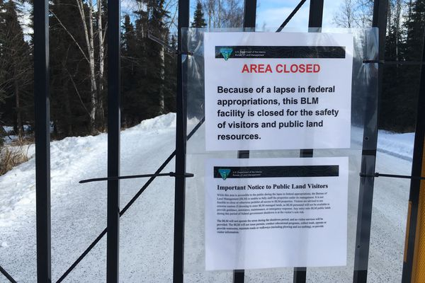 'The entrance to the Campbell Creek Science Center and the BLM offices is closed due to the government shutdown, Monday norming, Dec 22, 2018. (David Hulen / ADN)' from the web at 'https://www.adn.com/resizer/ezW8yO1bc-vmCG5Vbl766KPxggE=/600x400/s3.amazonaws.com/arc-wordpress-client-uploads/adn/wp-content/uploads/2018/01/22034024/BLM-closed-Govt-Shutdown-001.jpg'