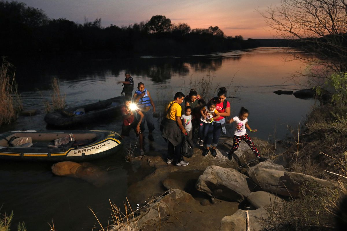 Migrants are smuggled across the Rio Grande River on their way to seek asylum in the United States on Friday, March 26, 2021 in Roma, Texas. (Carolyn Cole/Los Angeles Times/TNS)