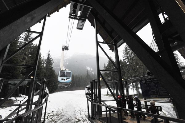 Skiers and riders wait for the aerial tram at Alyeska Resort on Sunday, Dec. 10, 2017. (Bill Roth / ADN)