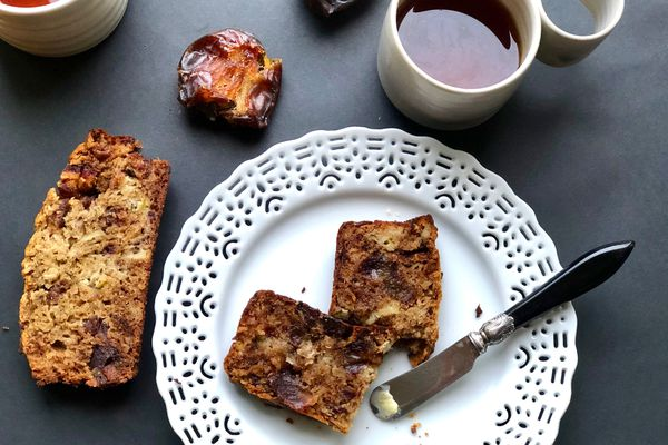 Date, apple and tea quick bread (Photo by Kim Sunée)