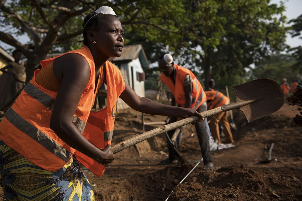 As part of a peace-building program organized by Catholic Relief Services, Muslims and Christians work together to clear a drainage system in Boda, Central African Republic, March 13, 2018. (Lynsey Addario/The New York Times)