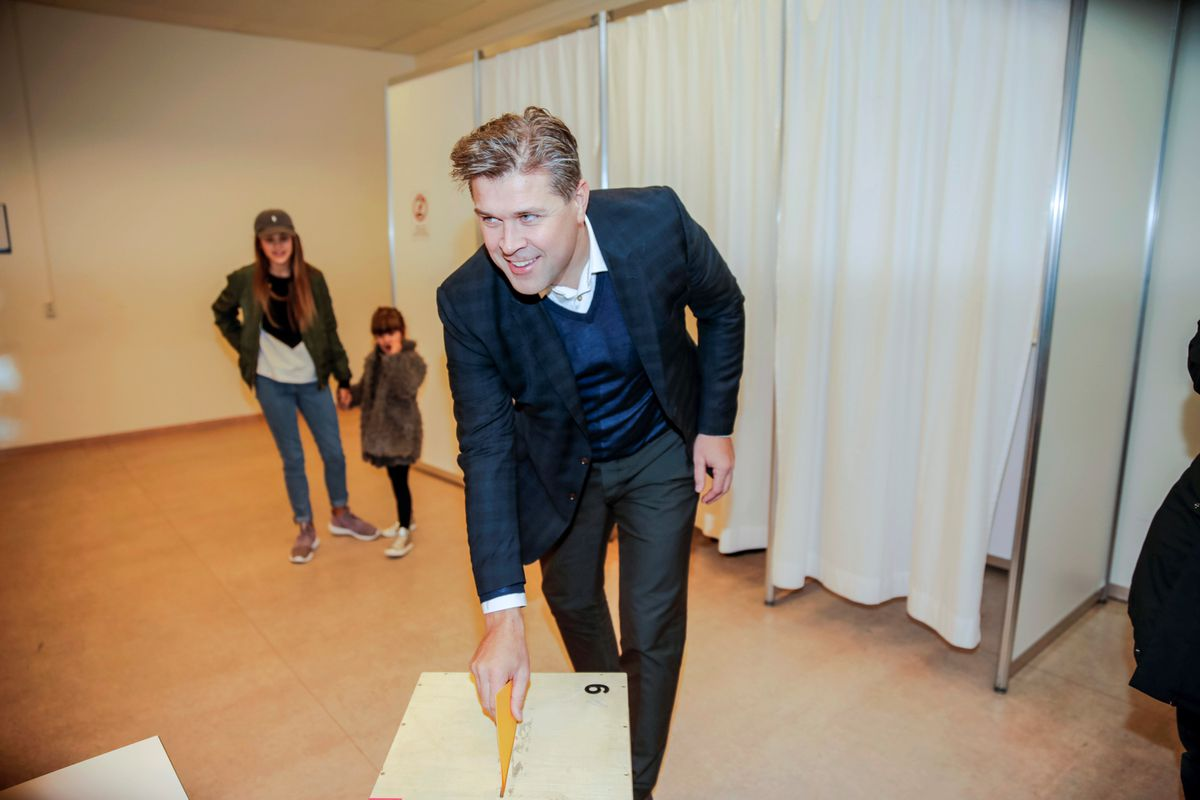 Bjarni Benediktsson of the Independence Party votes during the parliamentary election in Kopavogur, Iceland October 29, 2016. REUTERS/Geirix