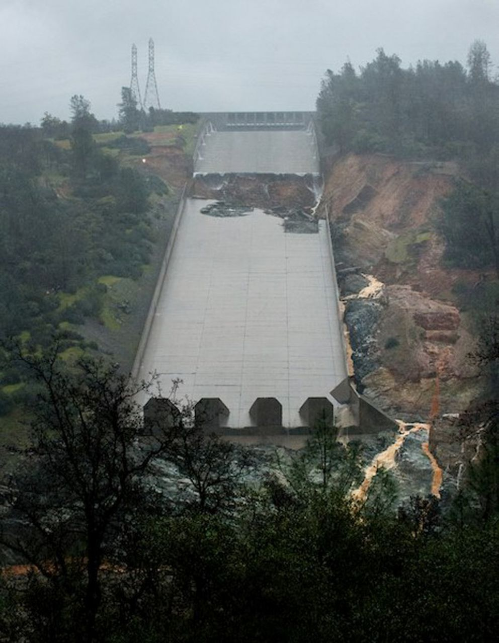 The area of erosion on the lower half of the Oroville Dam spillway is seen after overnight test flows in Oroville, California, U.S. February 9, 2017. California Department of Water Resources/Kelly Grow/Handout via REUTERS ATTENTION EDITORS – THIS IMAGE WAS PROVIDED BY A THIRD PARTY. EDITORIAL USE ONLY.