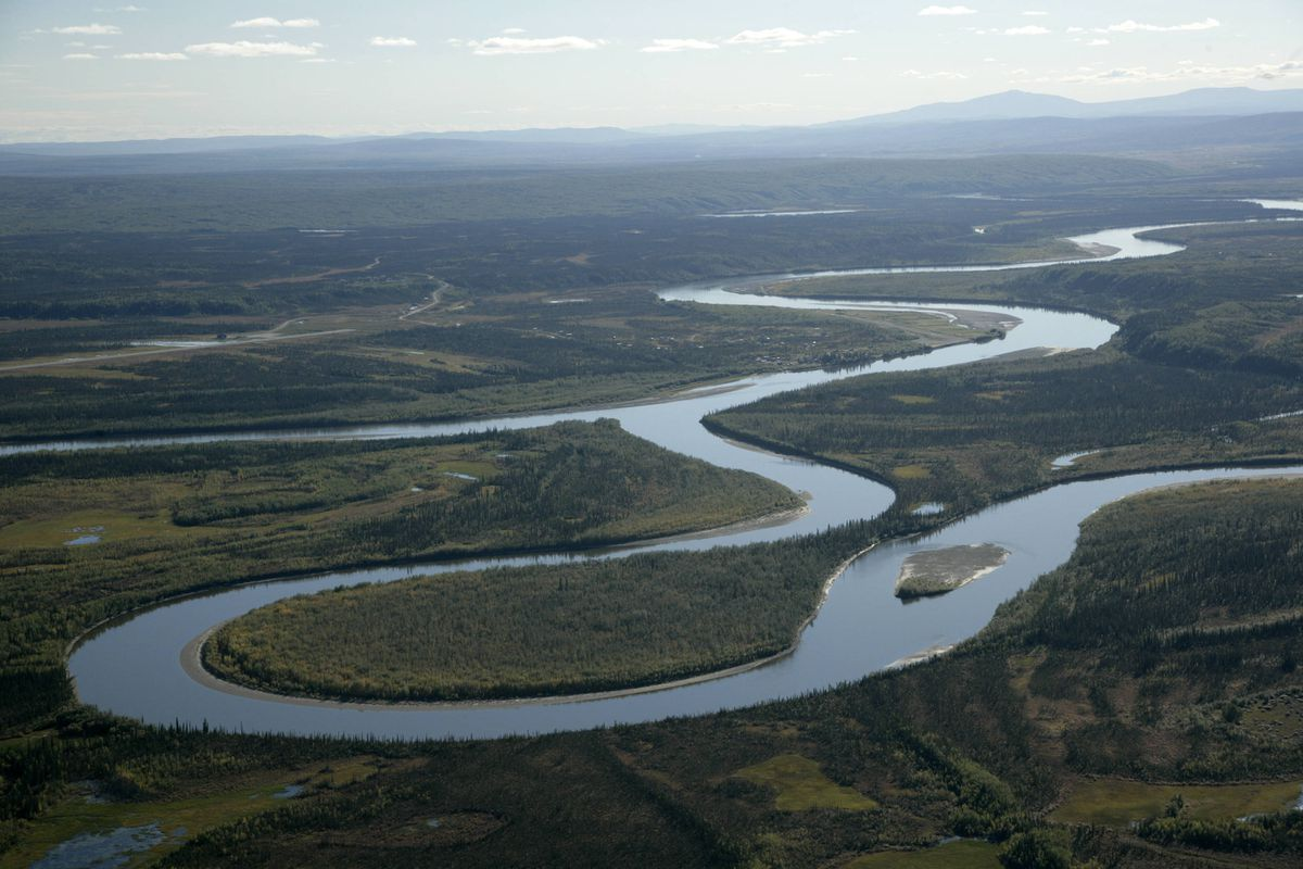 The village of Allakaket is at the confluence of the Alatna and Koyukuk rivers. Photo taken in August 2006. (US Fish and Wildlife Service)