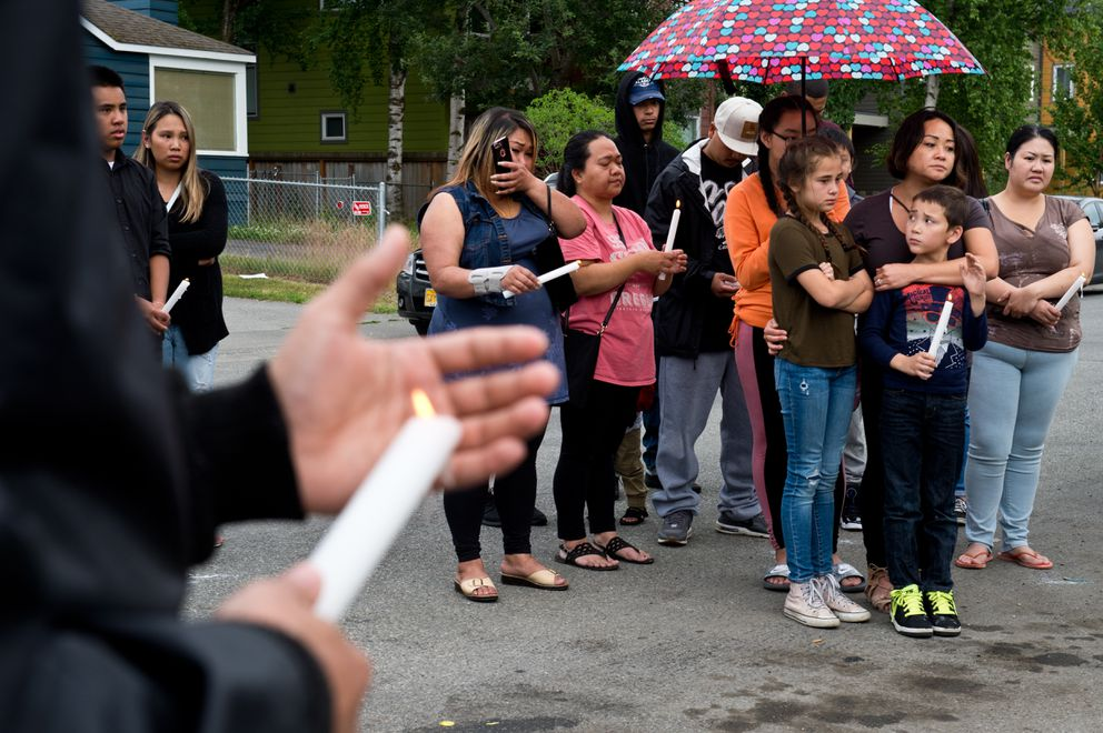 Participants held candles to honor Khotesouvan. (Marc Lester / ADN)