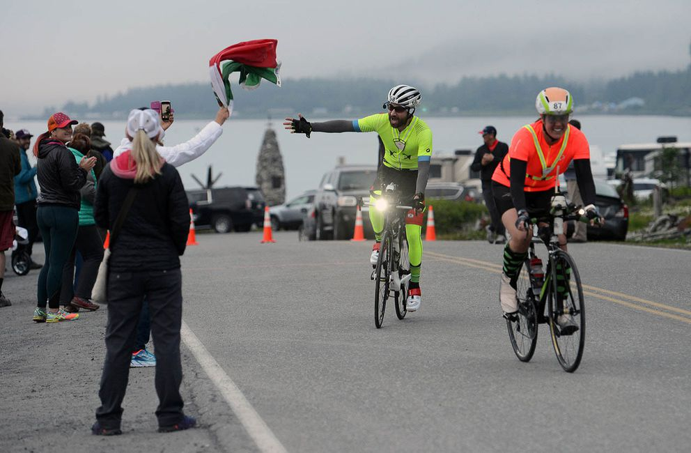 A Mexican flag encourages Yuri Escartin as he begins the cycling portion of his race.(Photo by Erik Hill)