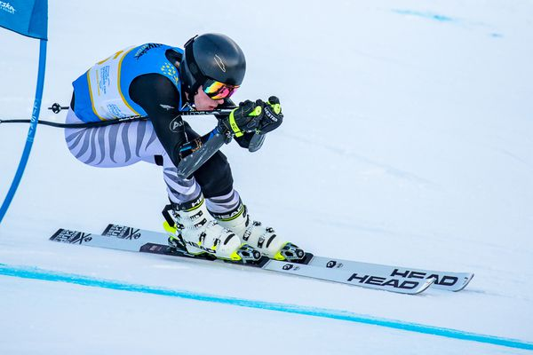 U19 Hunter Eid brushes past a gate in winning two Alyeska Cup Super Gs Wednesday at Alyeska. (Photo by Bob Eastaugh)