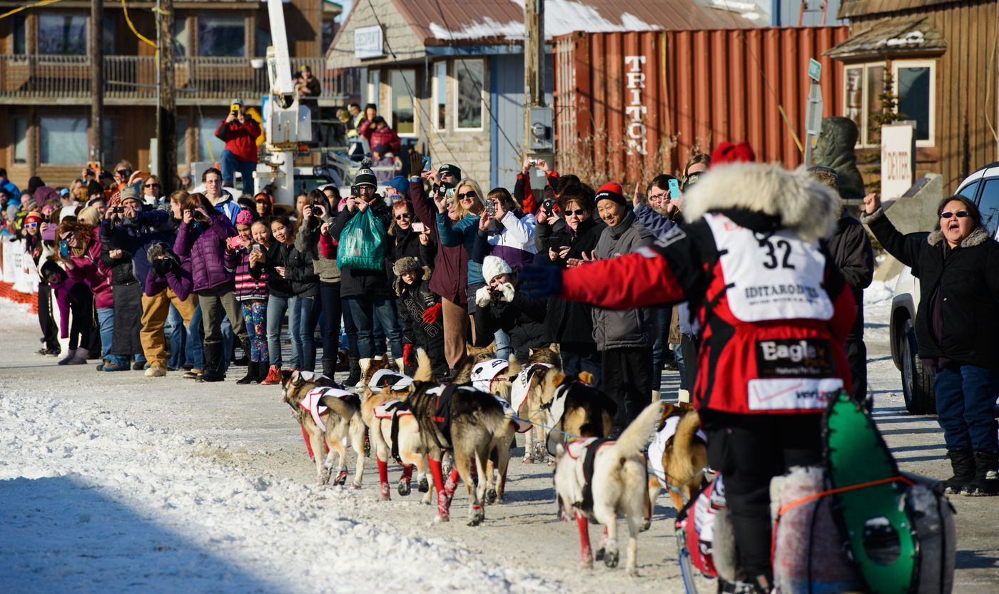 Fans line Front Street in Nome to greet musher Aliy Zirkle on March 18, 2015. (Marc Lester / ADN archive)