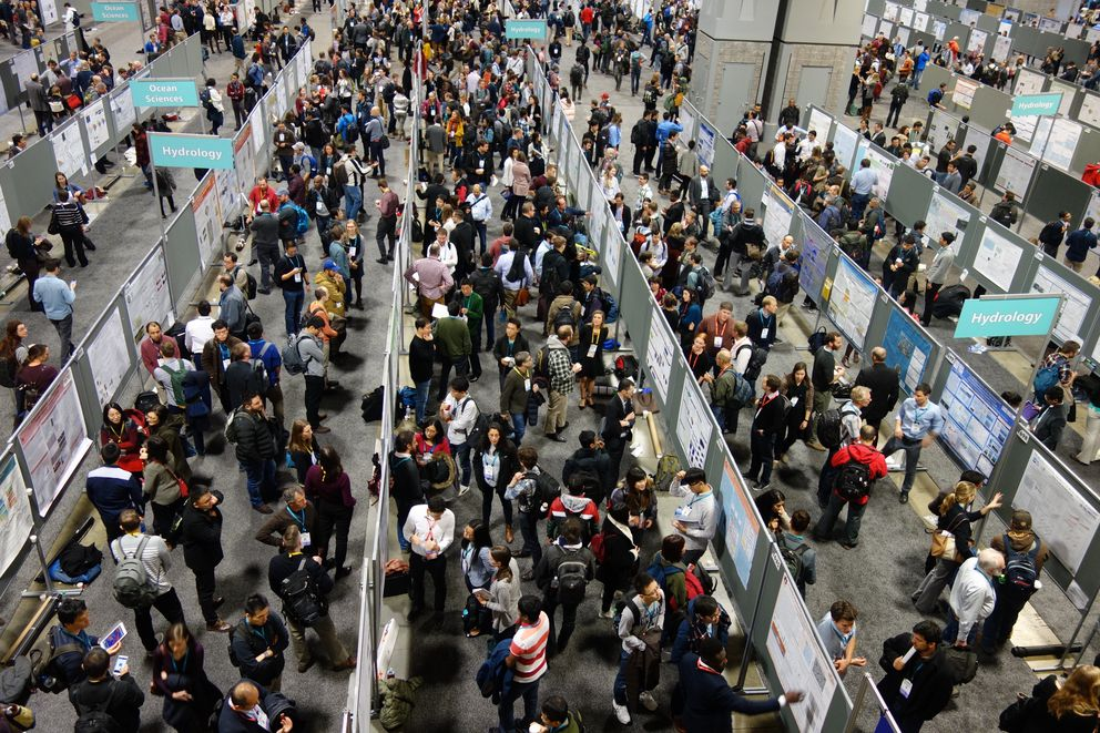 Some of the more than 27,000 scientists attending the weeklong fall meeting of the American Geophysical Union in Washington, D.C., in December 2018. (Photo by Ned Rozell)