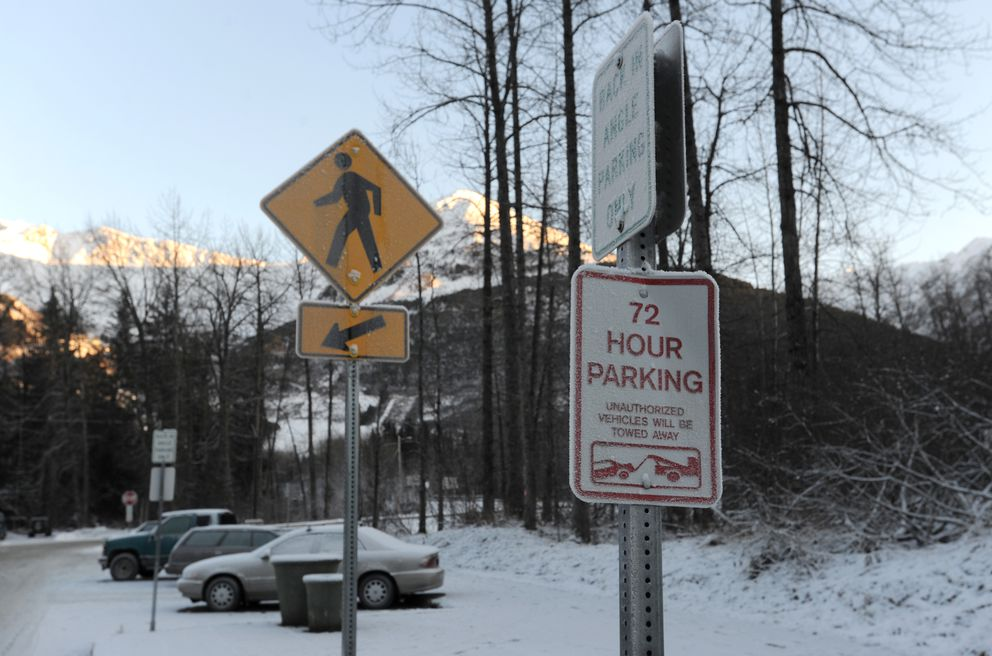 Frosty vehicles parked at 72-hour parking near the Girdwood town square on Nov. 13 (Bill Roth / ADN)