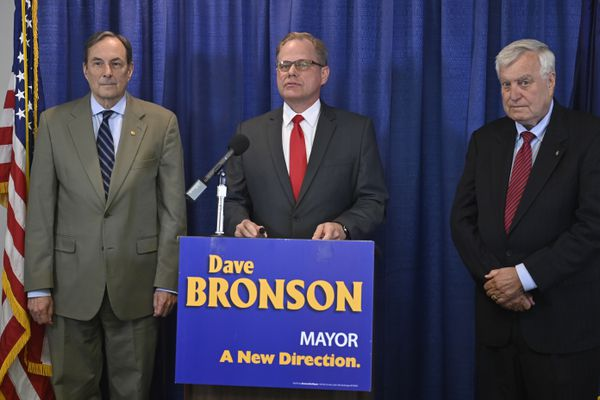 Mayor-elect Dave Bronson, center, talks about his transition into the office during a news conference on Monday, May 24, 2021. He's flanked by his transition team leaders Craig Campbell, left, and Larry Baker. (Marc Lester / ADN)