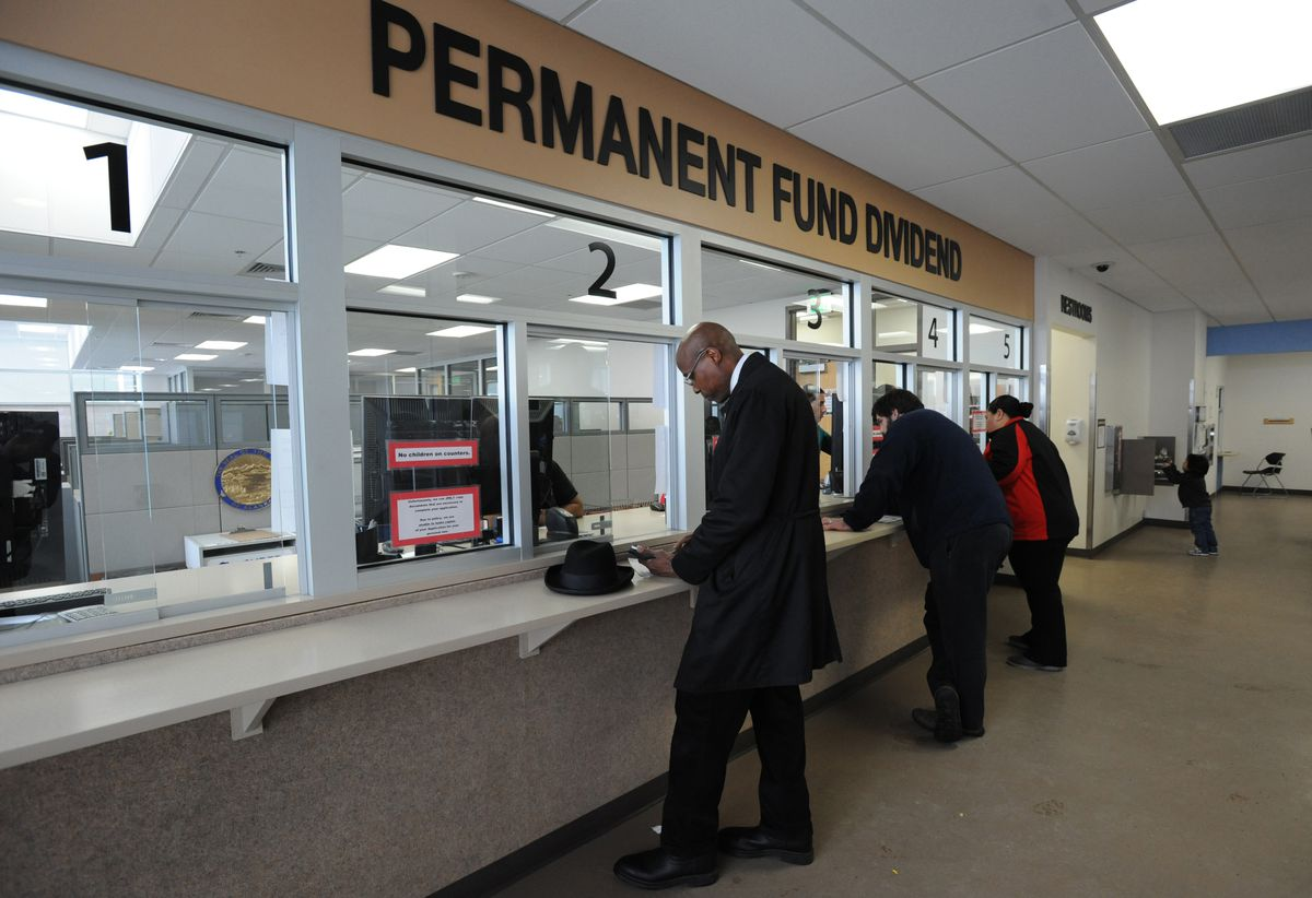 Edgar Lattimore applies for the Alaska Permanent Fund dividend on Thursday, March 30, 2017, at the PFD office in downtown Anchorage before the filing deadline on Friday. (Bill Roth / ADN)