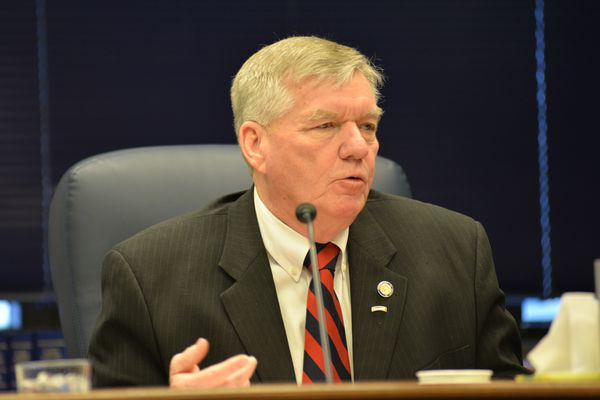 'Charlie Huggins speaks1_b@b_1a news conference in the Capitol in 2014, when he was Senate president. (Richard Mauer / Alaska Dispatch News)' from the web at 'https://www.adn.com/resizer/k9t09fP0rKdSAWeehhMADZp6IC4=/600x400/s3.amazonaws.com/arc-wordpress-client-uploads/adn/wp-content/uploads/2017/09/12011017/2014.04-Sen-Republicans.016.jpg'
