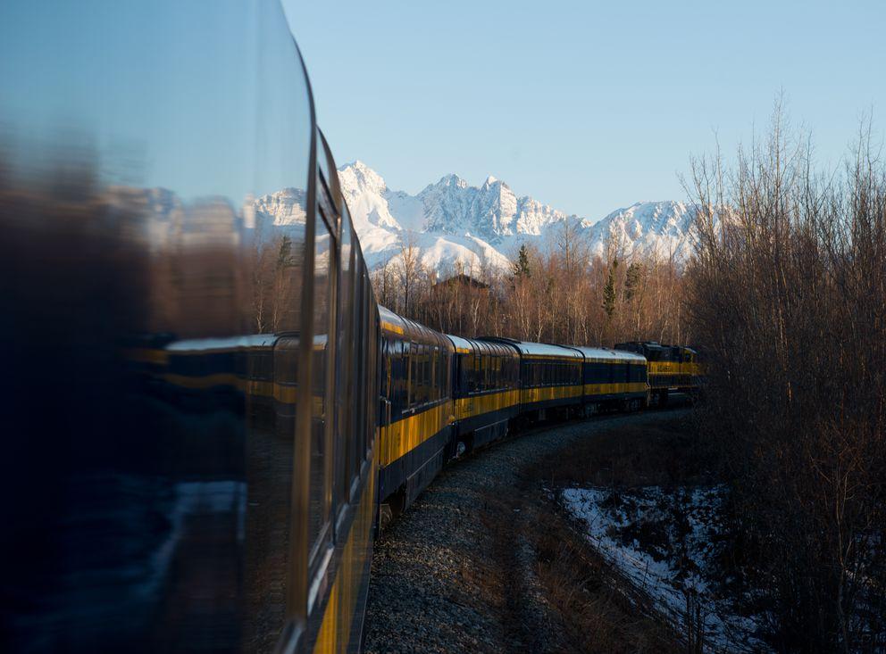 An Alaska Railroad train heads toward Anchorage. (Marc Lester / ADN)
