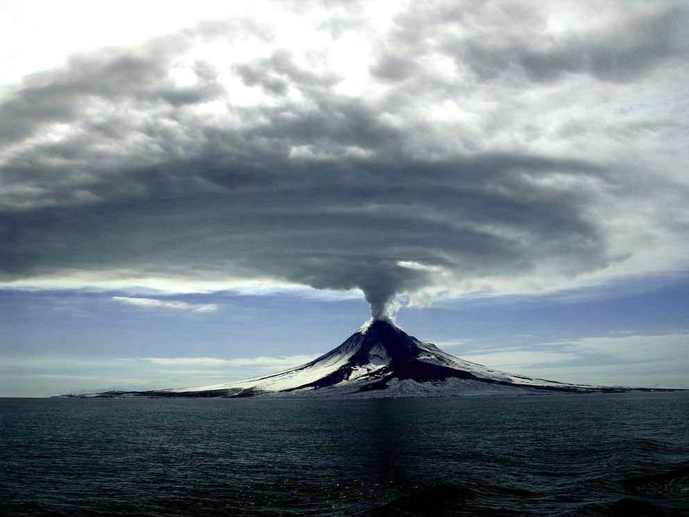 Augustine volcano cycled through a series of eruptions in 2005-2006. (Cyrus Read / Alaska Volcano Observatory / U.S. Geological Survey)