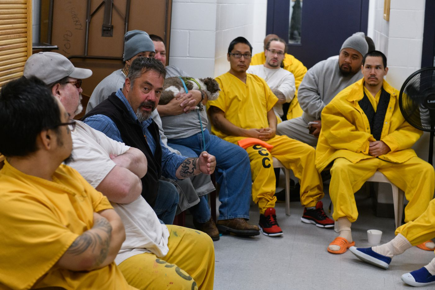 Spring Creek Correctional Center superintendent Bill Lapinskas joins a discussion on morals and ethics on September 28, 2018. The prisoner-led class is optional for inmates, but often fills the room, Lapinskas said. (Marc Lester / ADN)