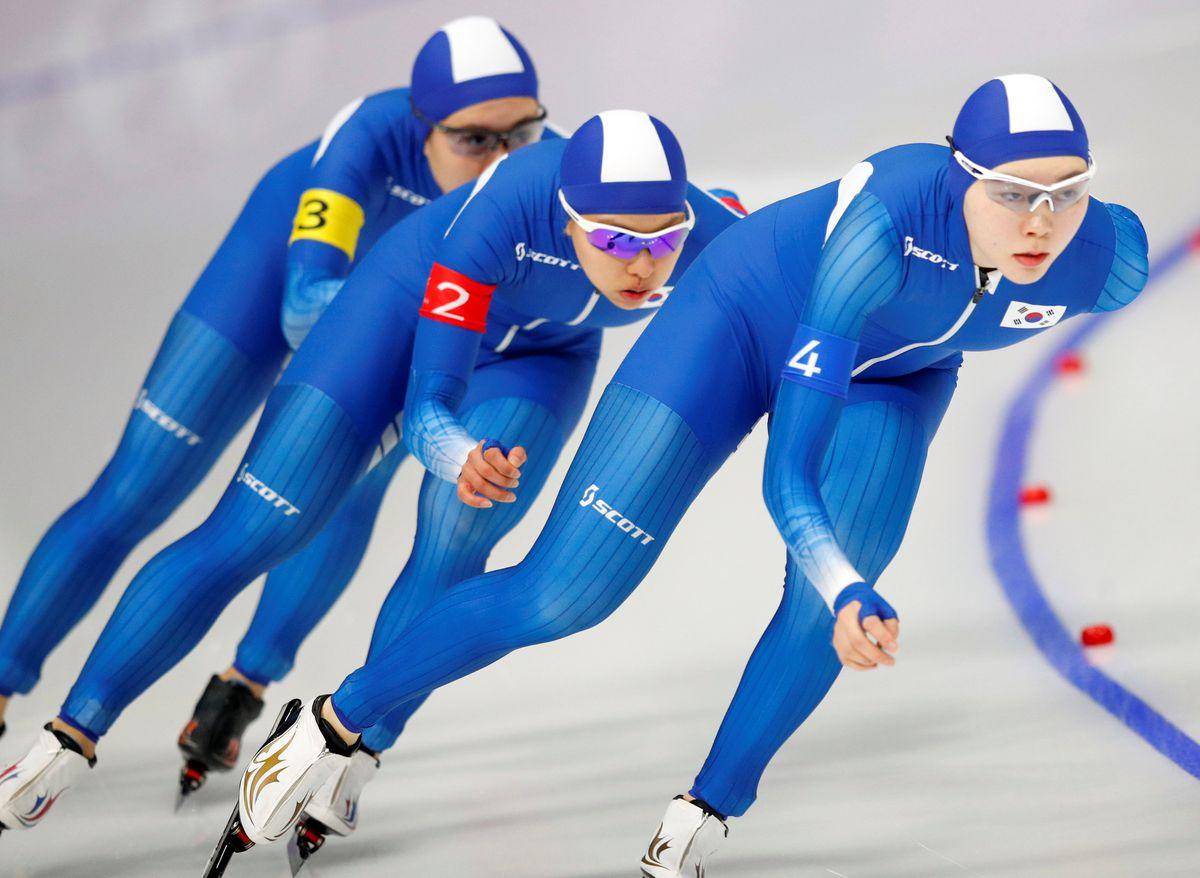 Kim Bo-Reum, Ji Woo Park and Seon-Yeong Noh of South Korea compete. REUTERS/Phil Noble