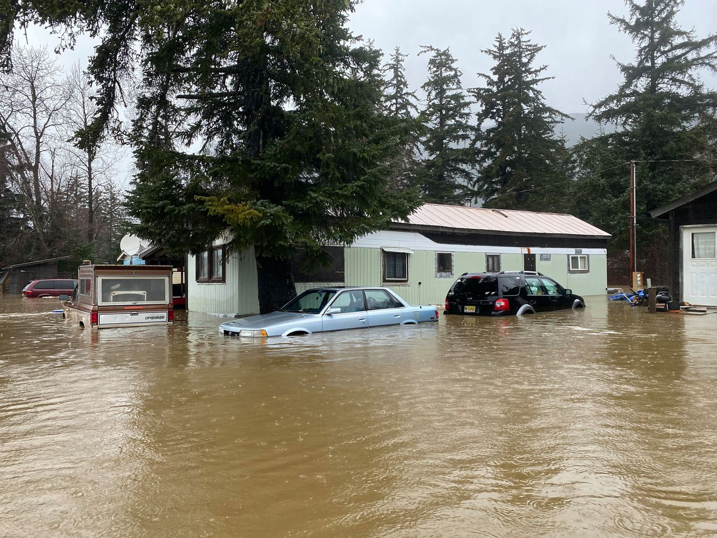 Homes and vehicles are surrounded by floodwater in Haines on Dec. 2, 2020, (Kaitlyn Tolin photo)