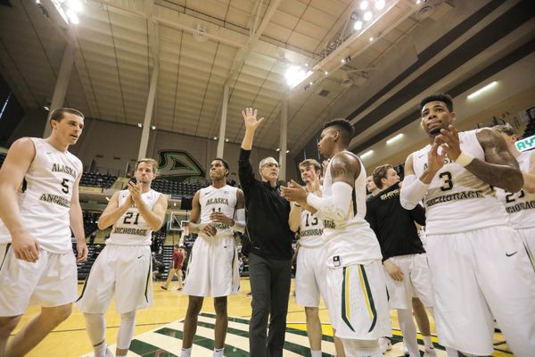 UAA men's basketball head coach Rusty Osborne waves to the crowd after the team's final game in the GCI Great Alaska Shootout Saturday, Nov. 25, 2017 at the Alaska Airlines Center. 2017 is the shootout's 40th and final year. UAA played the College of Charleston, who won 55-46. (Loren Holmes / ADN)