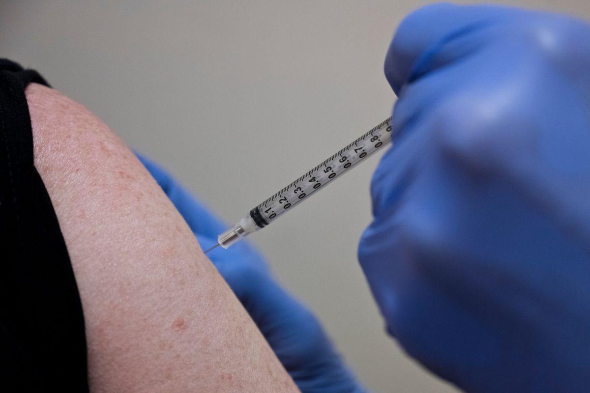 Dr. Grant Searles, a surgeon, gets a COVID-19 vaccine shot at Alaska Regional Hospital. (Marc Lester / ADN archive)