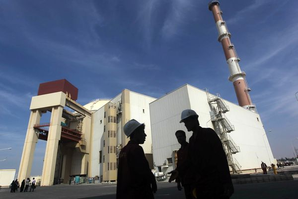 FILE PHOTO: Iranian workers stand in front of the Bushehr nuclear power plant, about 1,200 km (746 miles) south of Tehran October 26, 2010. REUTERS/Mehr News Agency/Majid Asgaripour/File Photo
