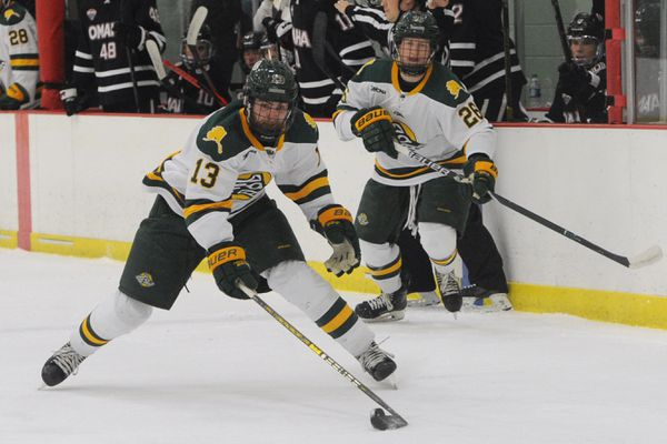 UAA freshman Alex Frye (13) and junior Aaron McPheters move the puck during a home game against the Omaha Mavericks on Halloween night, Thursday, Oct. 31, 2019. (Bill Roth / ADN)