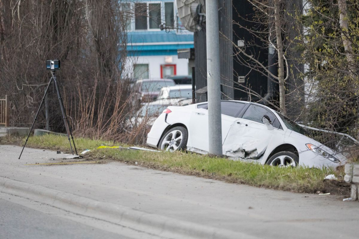 Police catch suspected carjacker after crash, search in ...