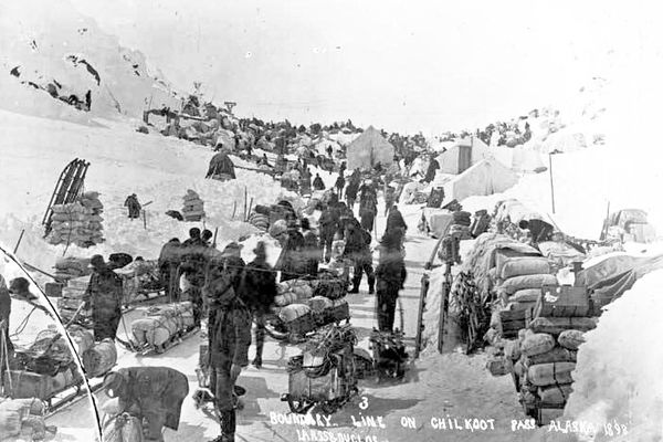 US-Canada border on the Chilkoot Pass, 1898 (From the Alaska Digital Archives via Creative Commons)