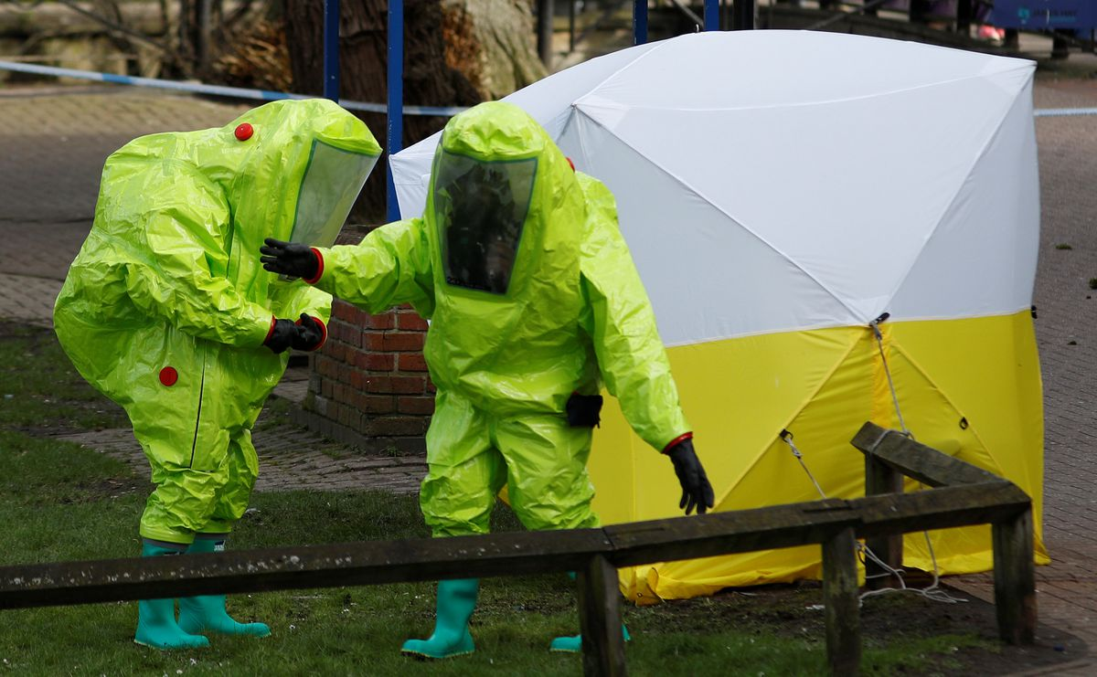 Aforensic tent covering the bench where Sergei Skripal and his daughter Yulia were found is repositioned by officials in protective suits in Salisbury, Britainlast week. REUTERS/Peter Nicholls