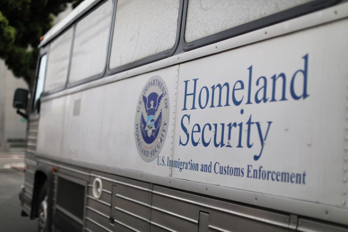 A Homeland Security Immigration and Customs Enforcement (ICE) bus outside a federal jail in San Diego. REUTERS/Mike Blake/File
