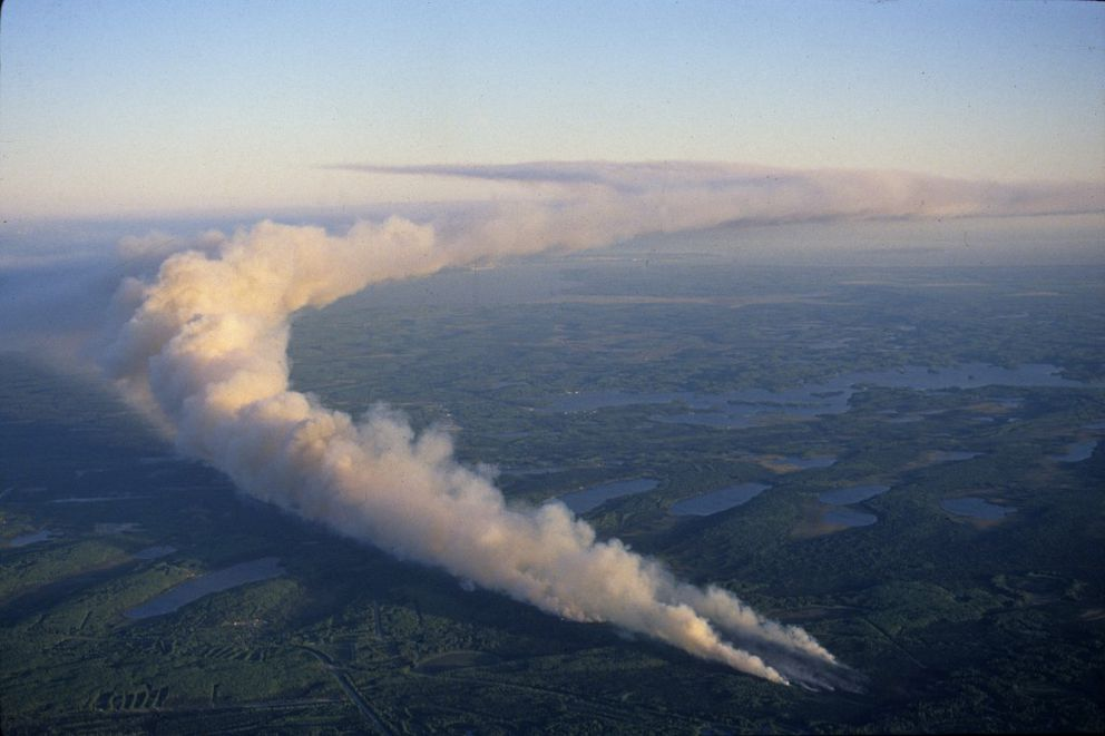 Smoke pours from the out-of-control blaze burning among the lakes near Houston on June 3, 1996. (Anne Raup / ADN archive)