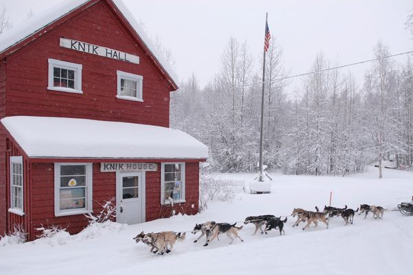 Jon Little and his team mush past the Knik museum after starting the Knik 200 sled dog race on Saturday, January 6, 2007. 36 mushers, including 2006 Iditarod champion Jeff King, started this year's race. (Stephen Nowers / ADN)