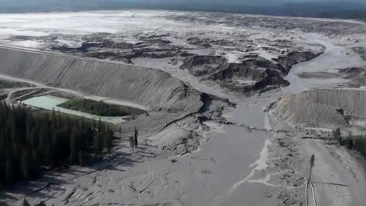 A massive tailings pond breach in 2014 spilled 24 billion cubic meters of mine waste into a British Columbia watershed. (Photo credit: Canadian Ministry of the Environment)