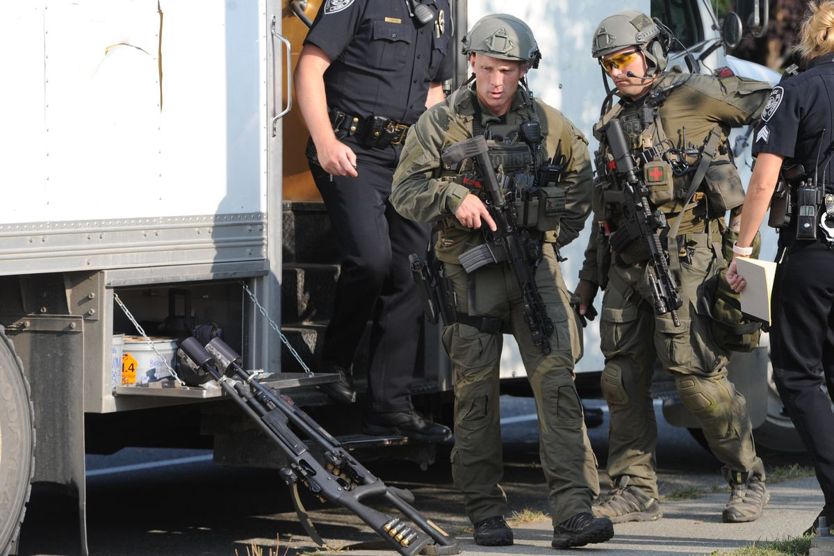 Anchorage Police SWAT members respond to the scene of shots fired off Strawberry Road on Monday, Aug. 26, 2019. (Bill Roth / ADN)