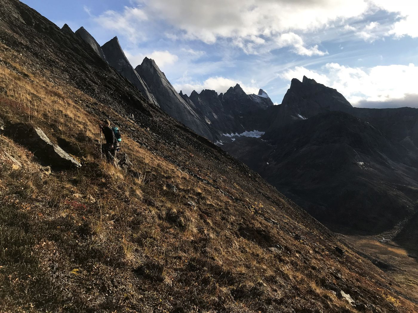Jussi Ruottinen hikes up a ridge above the Aquarius Valley on Monday, Sept. 3, 2018. (Vicky Ho / ADN)