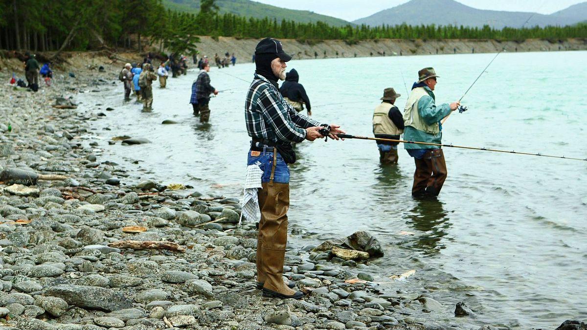 Video combat fishing on alaska 39 s kenai peninsula for Anchorage alaska fishing