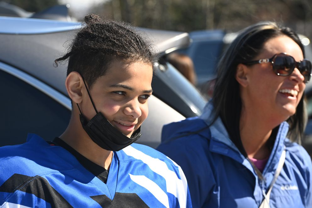 Tavian Mukaabya and his mother Tiffany Mukaabya talk in the Dempsey Anderson parking lot. (Bill Roth / ADN)