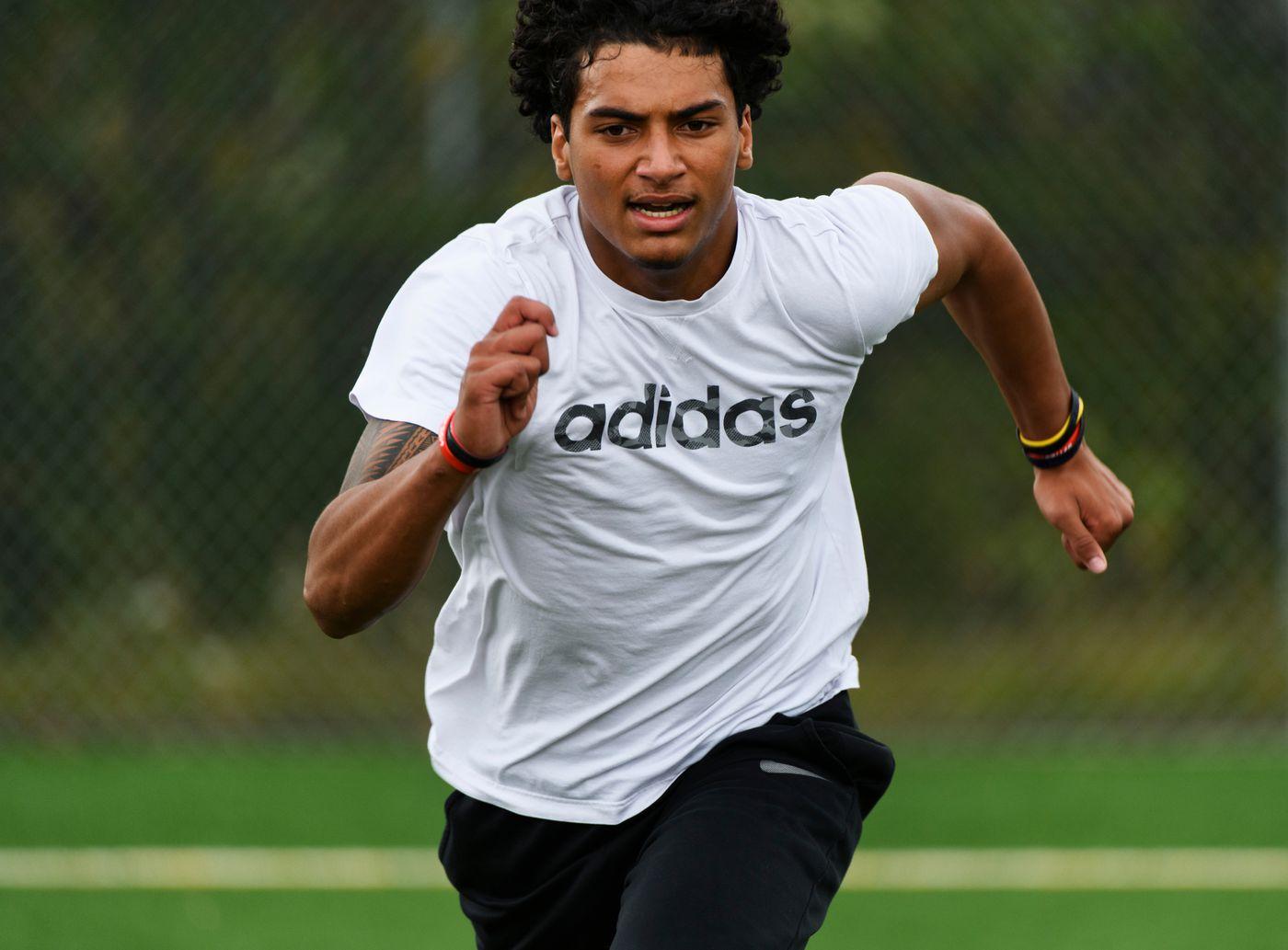 Elijah Lewis, a Bartlett senior, sprints during 'shuttle runs. ' (Marc Lester / ADN)