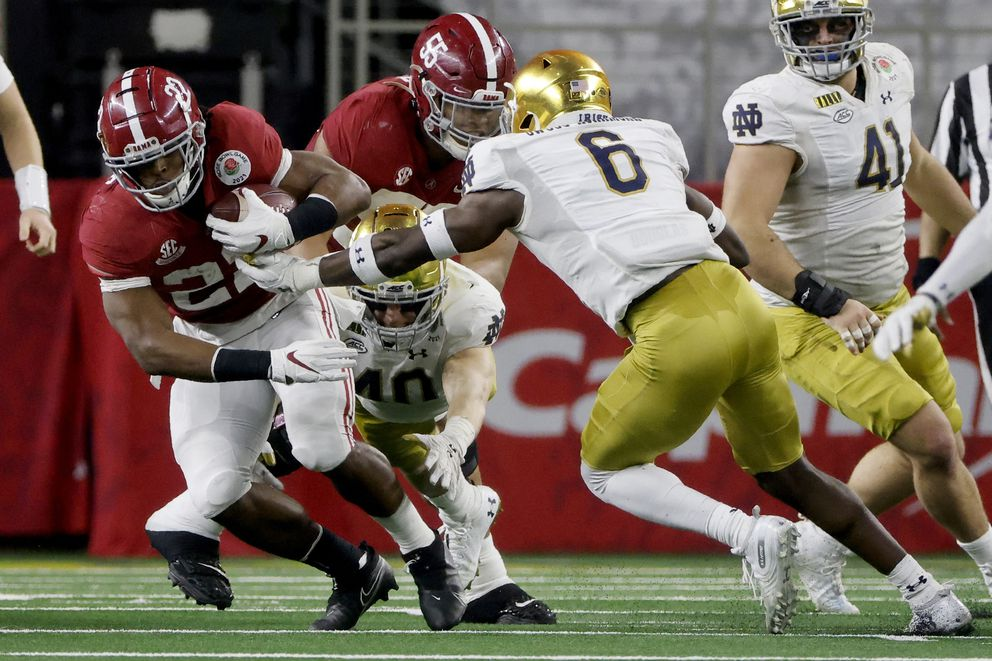 Alabama running back Najee Harris (22) runs the ball as Notre Dame linebacker Jeremiah Owusu-Koramoah (6) defends in the second half of the Rose Bowl NCAA college football game in Arlington, Texas, Friday, Jan. 1, 2021. (AP Photo/Michael Ainsworth)