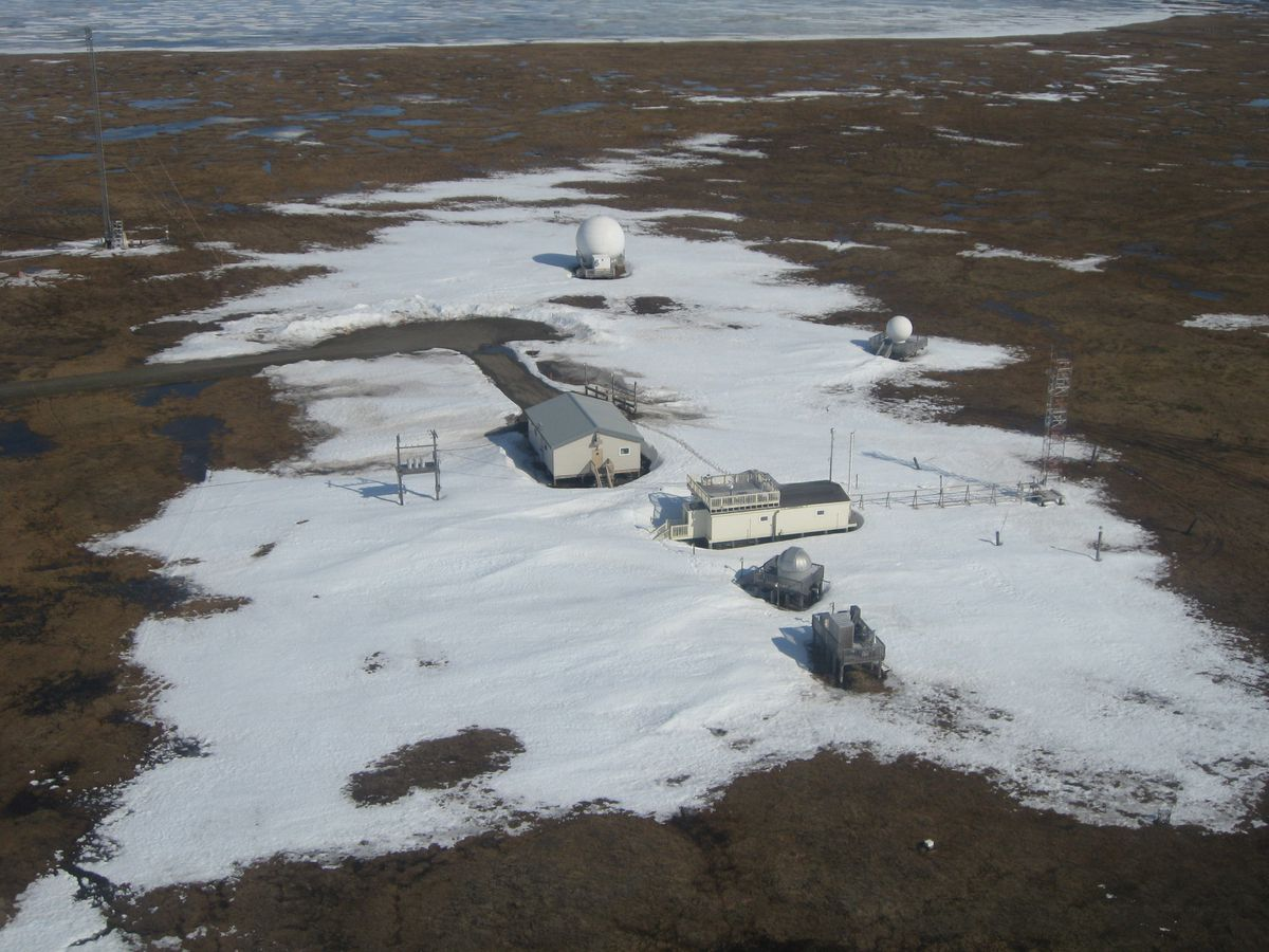 The NOAA Barrow Baseline Atmospheric Observatory, with the Arctic Ocean in the background. (Mike Worley, Bureau of Land Management)