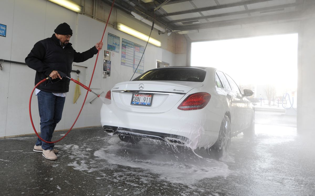 Lindwood Parker sprays down his car at the Mountain View Car Wash on Thursday. (Anne Raup / ADN)