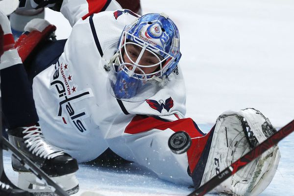 Washington Capitals goaltender Pheonix Copley reaches out to stop a shot. (David Zalubowski / Associated Press / File)