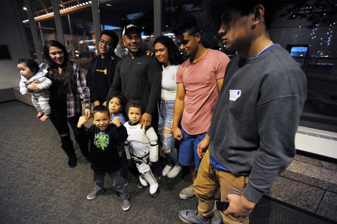Simi Makihele is surrounded by his family before his main event fight last Thursday. (Bill Roth / ADN)