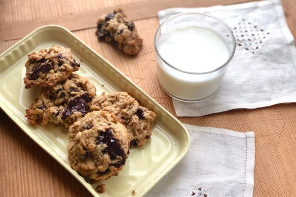 Oatmeal walnut chocolate chip cookies (Photo by Kim Sunée)