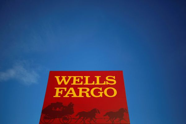 FILE PHOTO: A Wells Fargo branch is seen in the Chicago suburb of Evanston, Illinois, U.S., February 10, 2015. REUTERS/Jim Young/File Photo